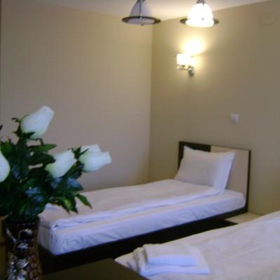 Hotel-Babilon-Camera cu 2  paturi ''