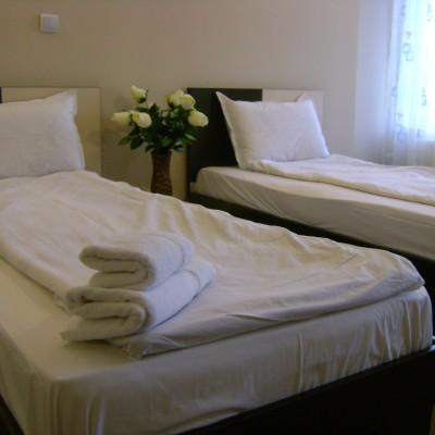 Hotel-Babilon-Camera cu 2 paturi '