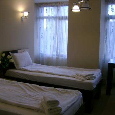 Hotel-Babilon-Camera cu doua paturi